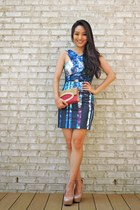 blue cutout printed Talulah dress - hot pink raffia clutch Mamitons bag