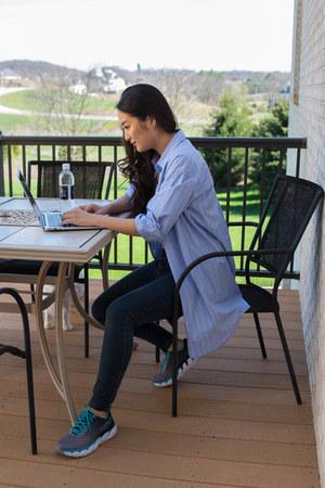 charcoal gray HOKA sneakers - navy skinny Aeropostale jeans - periwinkle H&M top