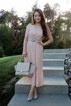 beige multi-buckle Pretty & Chic Boutique belt