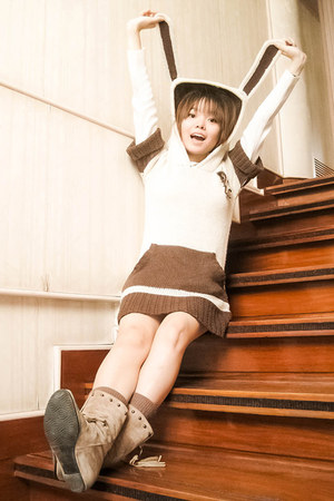 tan the WEARhouse boots - eggshell sweater - light brown Forever 21 socks