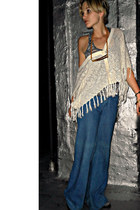 light blue wide leg vintage jeans - bronze wood vintage necklace