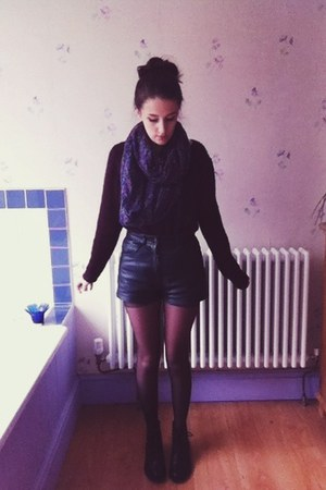black leather vintage shorts - black leather unknown boots