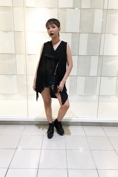 black vest - navy Hot Kiss shorts - black sleeveless top - black creepers heels