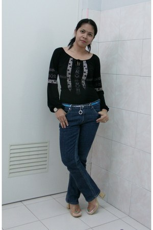 black boho random brand top - blue denim jeans random brand pants - pink wooden 