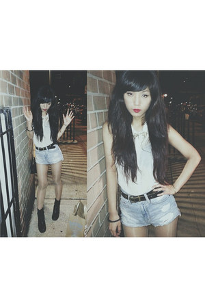 Topshop boots - Urban Outfitters shorts - Sheinsdie necklace - H&M blouse