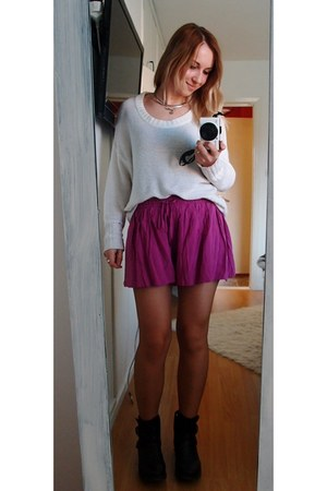 magenta Nelly shorts - black DinSko shoes - white lindex sweater