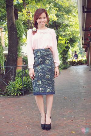 black suede Forever 21 pumps - light pink sheer SM Woman blouse