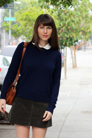 navy cashmere everlane sweater - tawny thrifted purse - ivory thrifted blouse