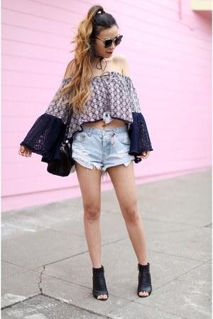 Choker necklace - booties boots - Bag bag - shorts shorts