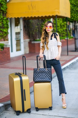 70 Top top - Jeans jeans - Bag bag - sunglasses sunglasses - Earrings earrings