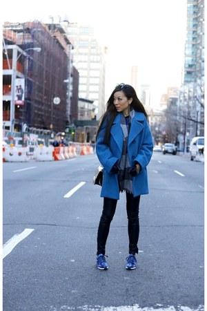 scarf scarf - Bag bag - sunglasses sunglasses - pants pants - sneaker sneakers