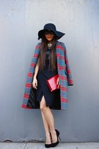 coat coat - Dress dress - hat hat - clutch bag - sunglasses sunglasses