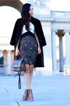 ring ring - Dress dress - coat coat - Bag bag - bracelets bracelet