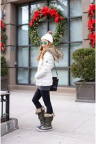 Down Jacket jacket - Snowboots boots - beanie hat - Bag bag