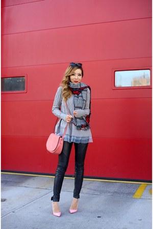 Sweater sweater - scarf scarf - Bag bag - sunglasses sunglasses - pants pants