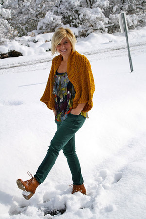 Forever 21 boots - green H&M pants