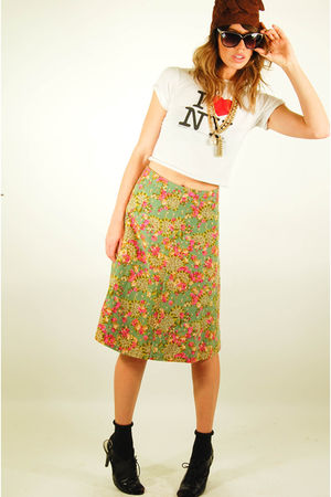 green vtg 60s floral skirt skirt - black lace up heels shoes - gold vtg 80s neck