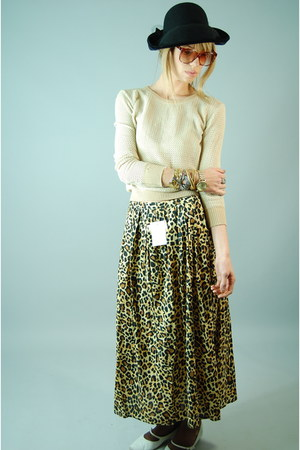 black vintage hat - neutral vingage 80s sweater - tawny she hearts vintage skirt