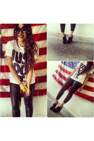 black American Apparel leggings - white just do it nike shirt