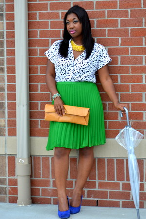 dark green pleated elle skirt - navy suede Steve Madden shoes