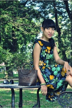 green floral print unknown dress - dark brown ethnic leather unbranded bag