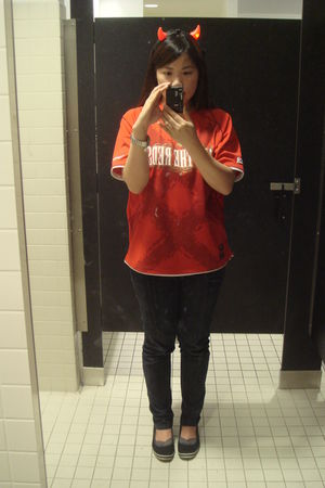 red accessories - red All The Reds shirt - black Forever 21 jeans - black Americ