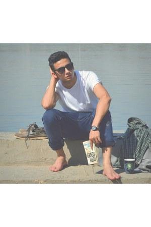 off white Zara jeans - black pull&bear shirt