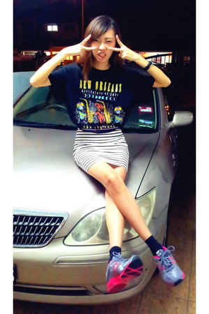 black San Segal t-shirt - white stripes H&M skirt - silver nike sneakers
