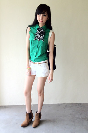 green button down top - tawny asos boots - black bag - white Forever 21 shorts