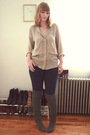 Beige-zara-coat-gray-dv-boots-blue-bdg-jeans