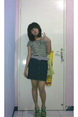 brown t-shirt - gray belt - blue skirt - green shoes