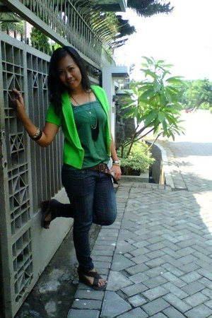 green top - jeans - chartreuse cardigan - wedges
