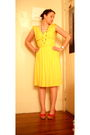 Yellow-thrifted-dress-red-gift-necklace-red-lei-shoes-beige-consignment-pu