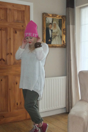 bubble gum River Island hat - ivory F&F jumper - olive green Primark pants