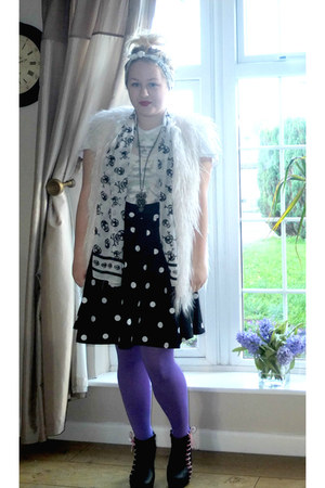 H&ampM skirt - purple River Island tights - white faux fur Pull and Bear vest