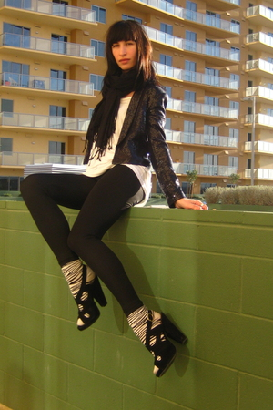 blue H&M blazer - black American Apparel leggings - white American Apparel t-shi
