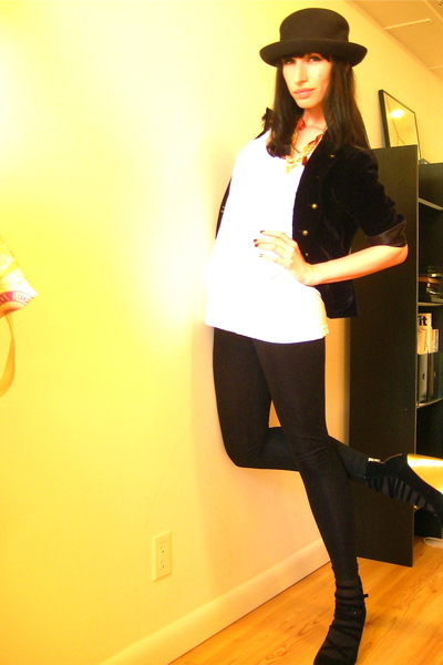 black American Apparel leggings - white American Apparel t-shirt - gold H&M shoe