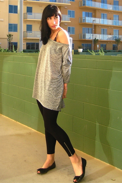 black H&M leggings - silver H&M top - black Banana Republic Outlet shoes