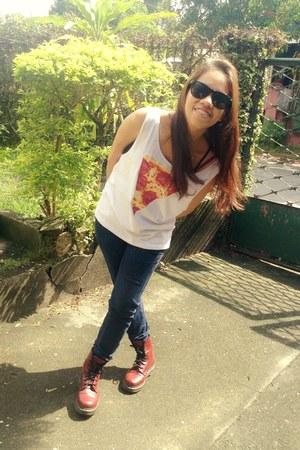 crimson Dr Martens boots - navy jeans - white pizza print shirt
