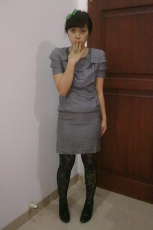 gray dress - green tie - black tights