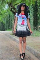 t-shirt - shoes - hat - skirt