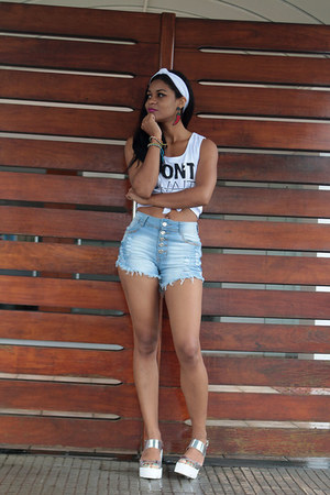 blue skinny jeans Jezzian shorts - white top World Fashion top