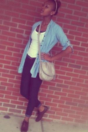 light blue blue jean top - black cuffed jeans - beige vintage purse