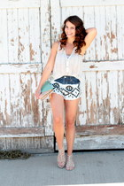 black aztec By Therapy shorts - light pink clutch lulus bag