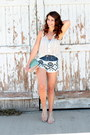 Light-pink-clutch-lulus-bag-black-aztec-by-therapy-shorts