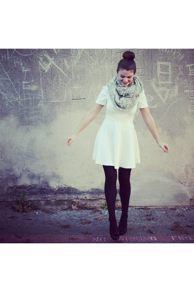 Forever 21 dress - Forever 21 tights - Urban Outfitters scarf