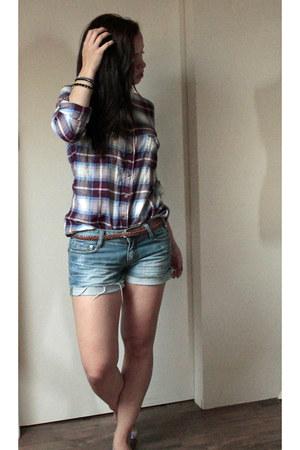 brick red H&M shirt - blue H&M shorts - black H&M bracelet - bronze H&M belt