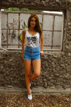 ivory DIY top - sky blue denim shorts Bershka shorts - white H&M flats