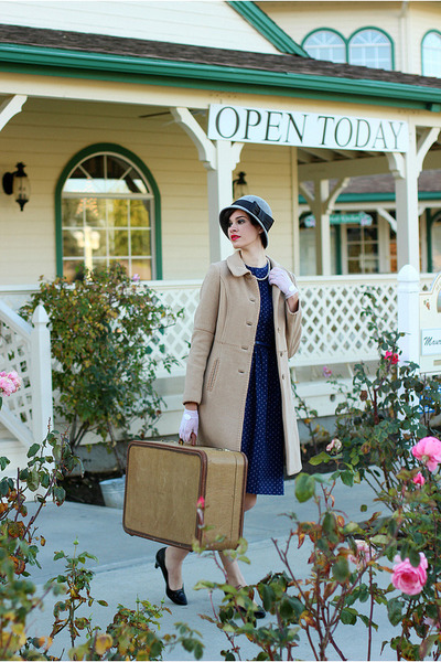 navy vintage dress - camel vintage coat - white Einav Fadida gloves