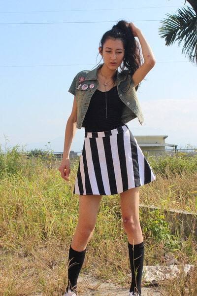 black customized Adidas sneakers - blue Levis blazer - white skater Motel skirt